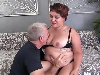 Fat Brunette Teen Raven XXX Pleasures an Elder Scrounger with Mouth and Pussy