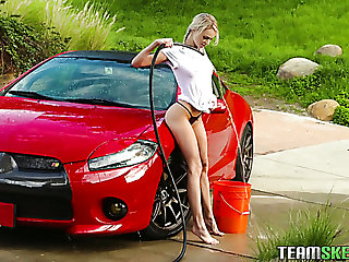 This teen knows how to make car wash turn up hot and she loves sexy MILFs