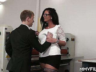 Strict tall supervisor Vivian Skylight gets her MILFie cunt fucked well