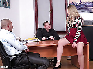 Sinful and debauched secretary Selvaggia is in point of fact be useful to analfuck at work